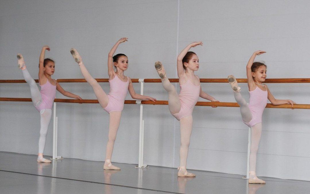 Урок классического танца в детской школе искусств.