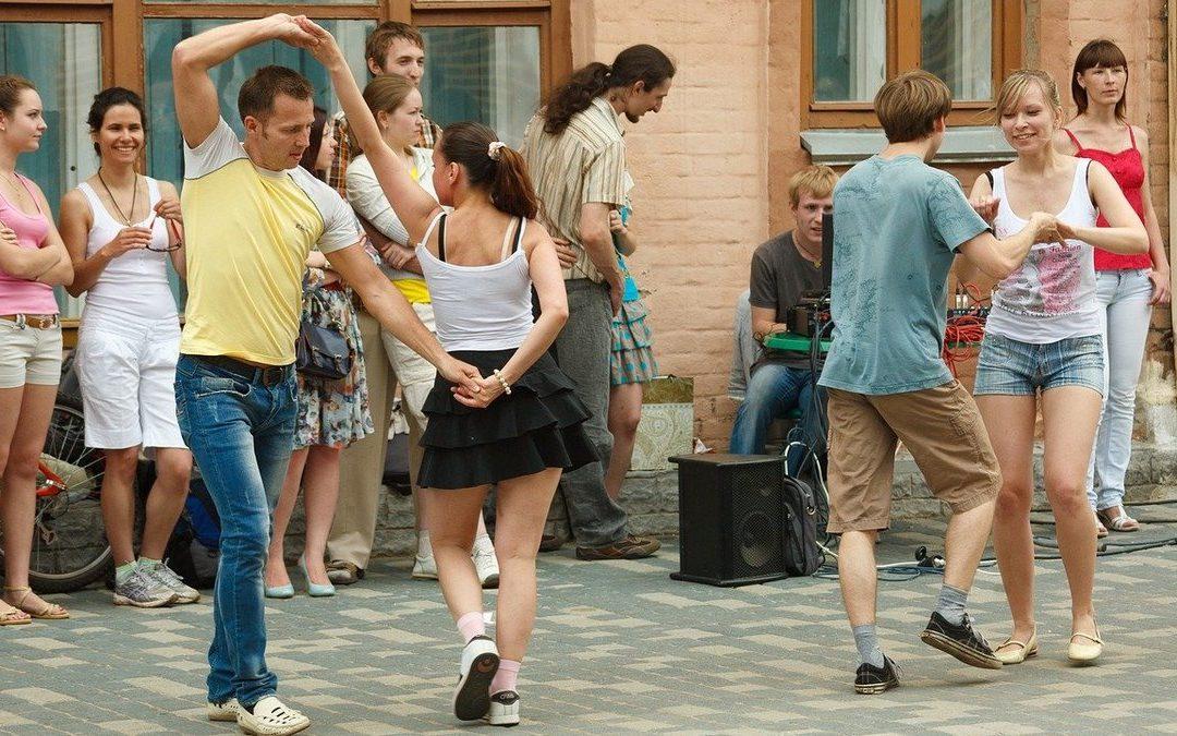Научиться танцевать это польза, отдых и общение.