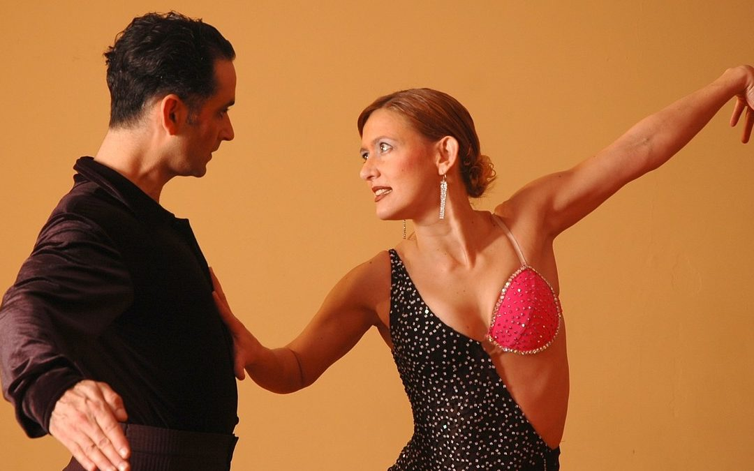 Спортивные бальные танцы — требования к костюмам.