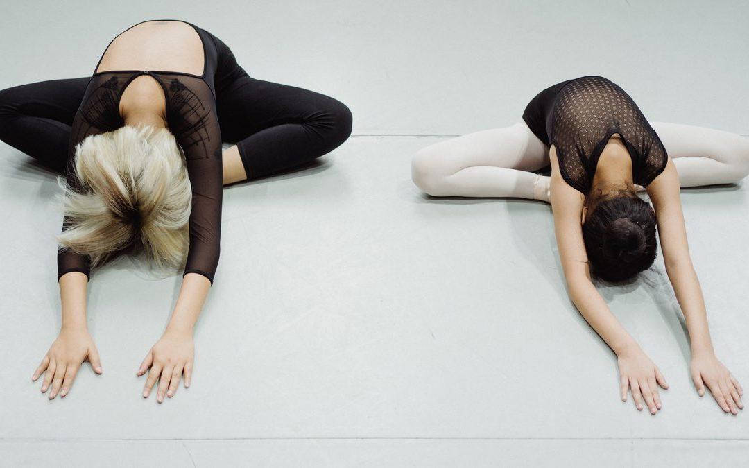 Урок партерной гимнастики в детской школе искусств.